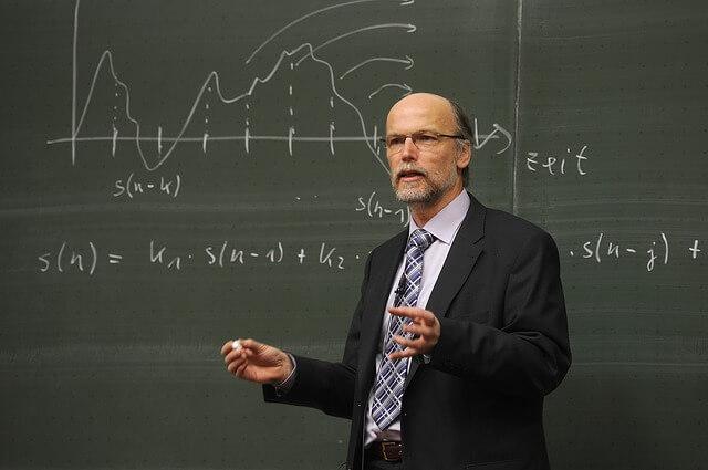Friedrich Howanietz spricht über Schulung Ausbildung uni studium und lernen